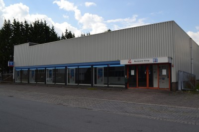 Multifunctioneel bedrijfspand ( ca. 1.050 m²) met buitenterrein